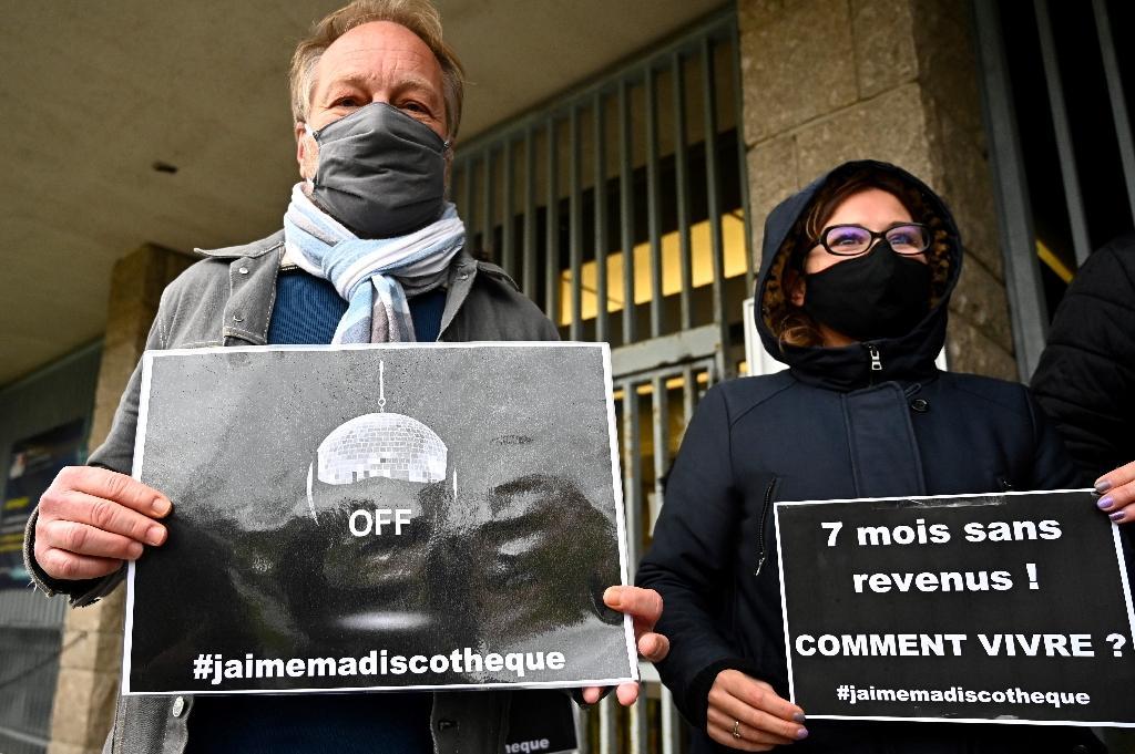 Des propriétaires de discothèques manifestent à Rennes le 13 octobre 2020 contre la fermeture de leurs établissements en raison de la crise sanitaire