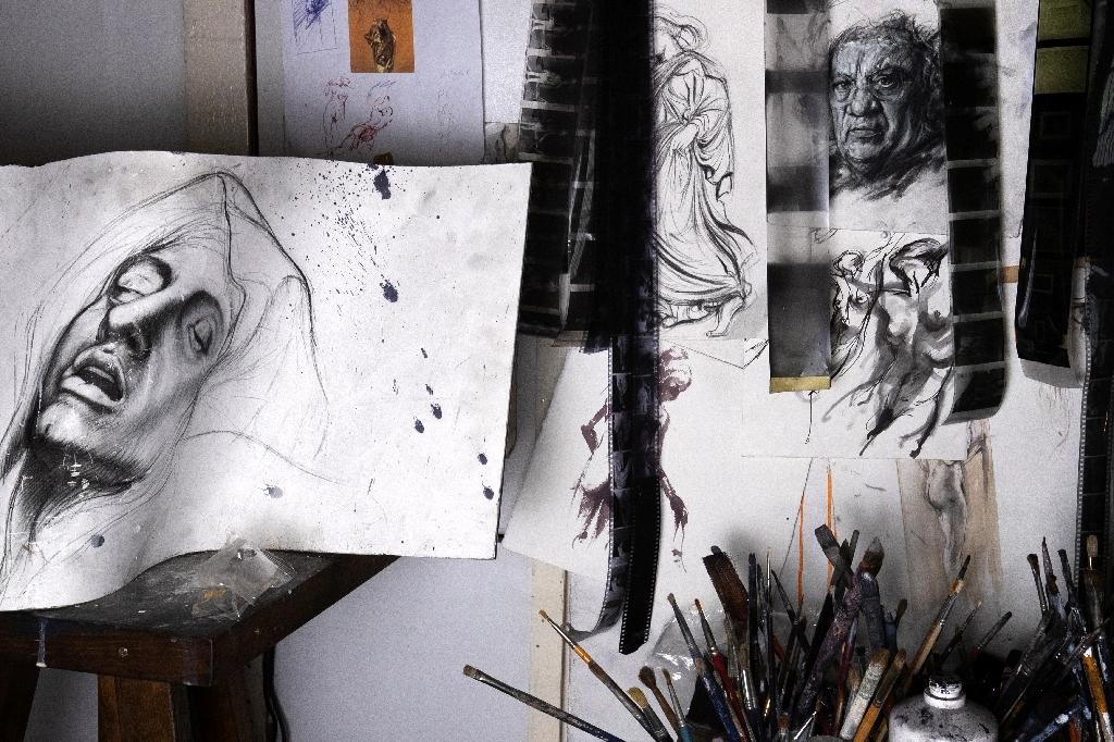 Des dessins de l'artiste Ernest Pignon-Ernest, le 7 octobre 2020 dans son atelier à Ivry-sur-Seine, près de Paris