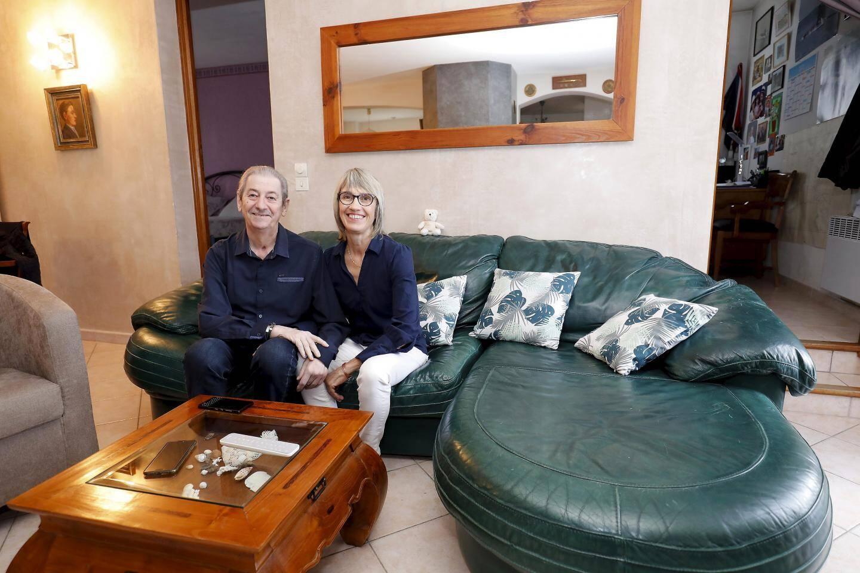 Joel Tonelli et sa femme Martine dans leur maison de Six-Fours.