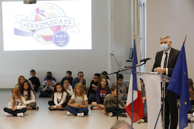 """""""Apprendre une diversité des langues, c'est un apprentissage de la paix et de la tolérance"""", a déclaré le recteur Richard Laganier."""