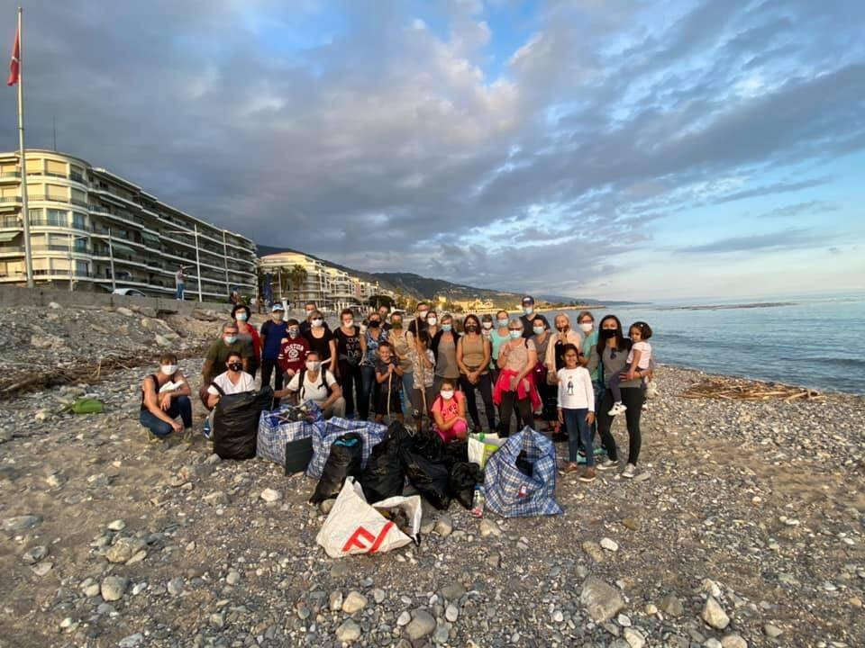 Samedi dernier, les 35 bénévoles de l'association mentonnaise «Stand up for the planet» ont ramassé plus de 750 litres de plastique, polystyrène et de microplastique.