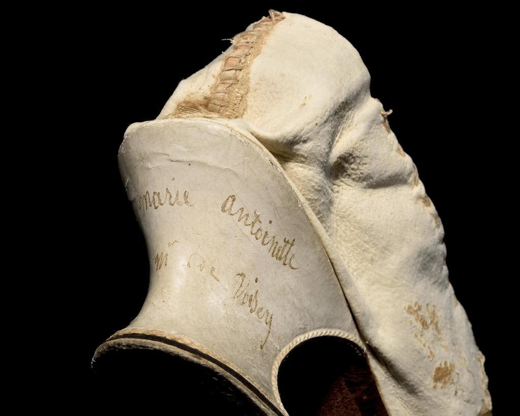 Ce soulier de Marie-Antoinette est proposé au prix de départ de 8.000 à 10.000 euros