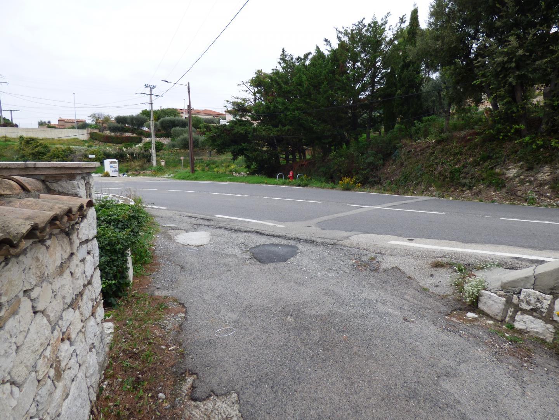 La borne à incendie route de St-Jeannet: à plus de 150m?