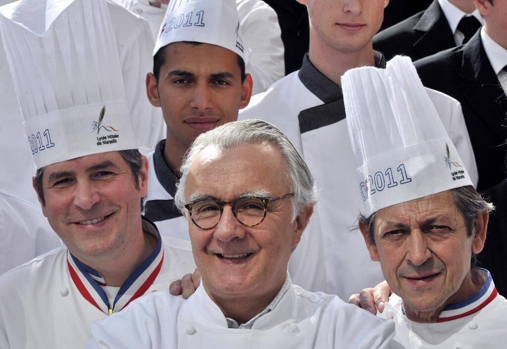 Alain Ducasse au centre, Michel Roth (G) et Jacques Maximin, jury du meilleur ouvrier de France, à Marseille le 5 mai 2011
