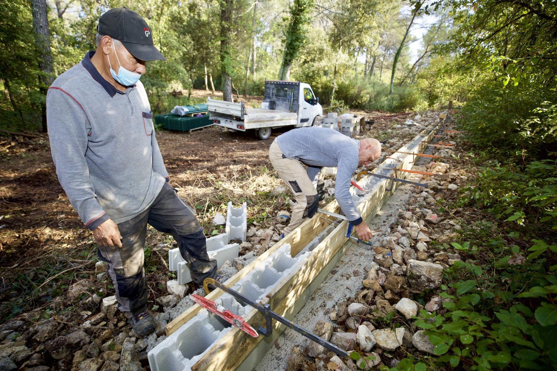 Les entreprises commencent par la mise en place de 360 mètres linéaires de clôture. Ils poursuivront par le terrassement.
