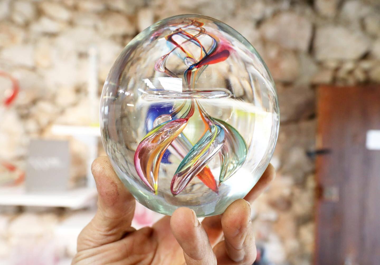 Une création du souffleur de verre Léonard Fine.
