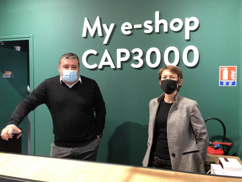 """""""My e-shop Cap3000 est un nouveau business inventé par Altarea, la foncière gérant le centre commercial qui est désormais accessible on line 24 h sur 24 et 7 jours sur 7"""", soulignent Felipe Goncalves et Julie Magnan-Antonini."""
