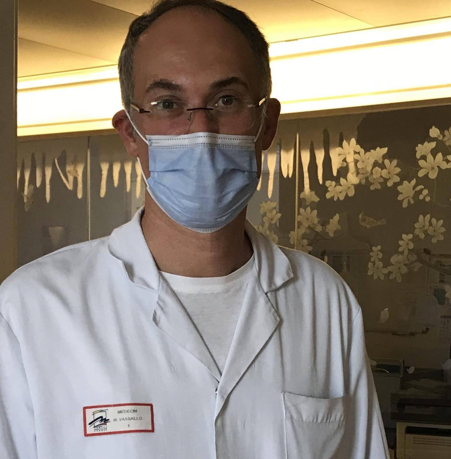 """""""On pourrait identifier rapidement  les personnes à risque de dégradation"""", explique le Dr Mattéo Vassallo, chef du service d'infectiologie du centre hospitalier de Cannes."""