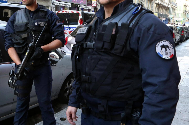 """""""On baisse les bras, on se dit que l'on bosse pour rien"""", déplorent certains policiers, lassés d'interpeller régulièrement les mêmes mineurs."""