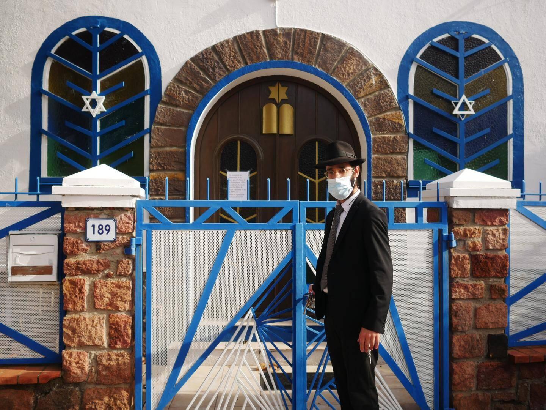 """""""Les rouleaux de la Torah sont restés dans l'Arche sainte depuis mars"""", témoigne le rabbin Meir Altabé."""