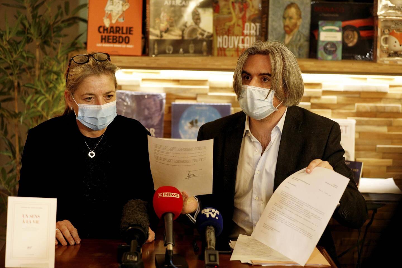 Éprouvée, Florence Kammermann et son avocat Me Olivier Le Mailloux.
