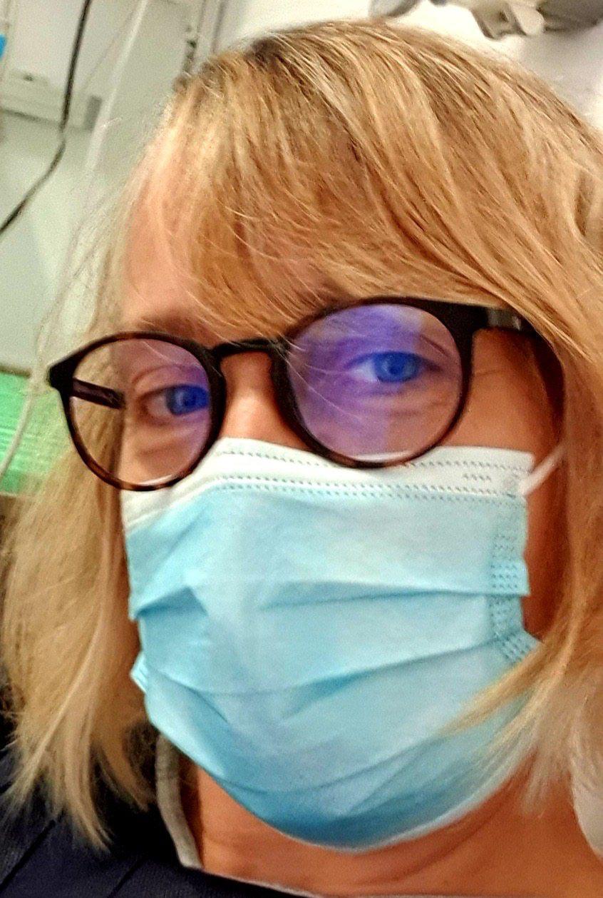 Cécile Terramorsi, infirmière au Samu à Nice, est lasse du manque de moyens et de considération.