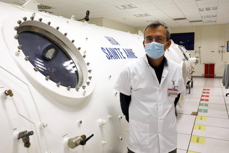 C'est avec son équipe que le professeur Jean-Eric Blatteau, chef de médecine hyperbare, a lancé cette étude pour permettre une meilleure oxygénation des patients atteints de la Covid.