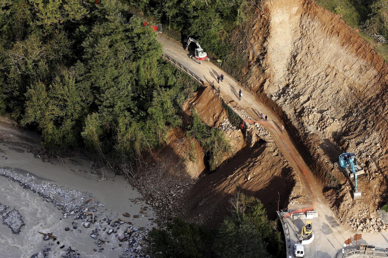 Une vue aérienne des dégâts dans la vallée de la Roya aux alentours de la commune de Tende suite à la tempête Alex.