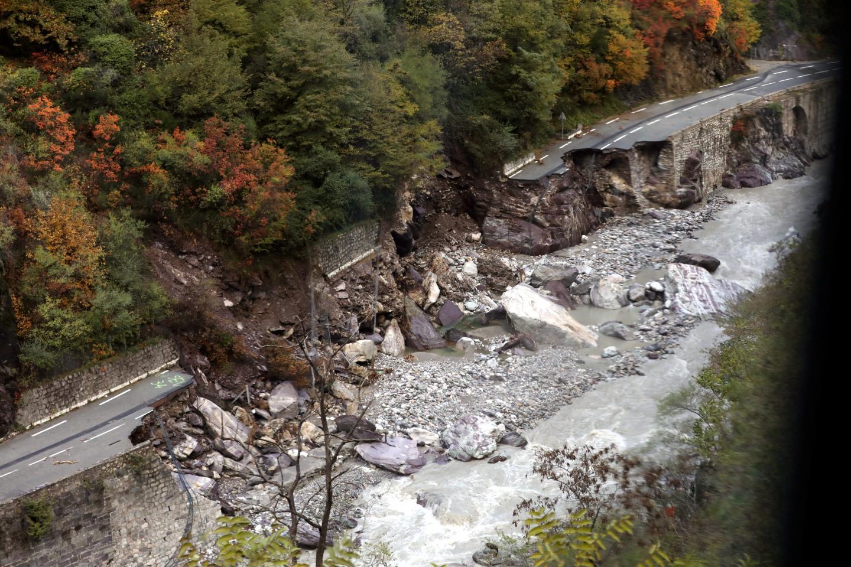 Les routes d'accès à la haute vallée de la Roya ont été comme bombardées par la tempête Alex.