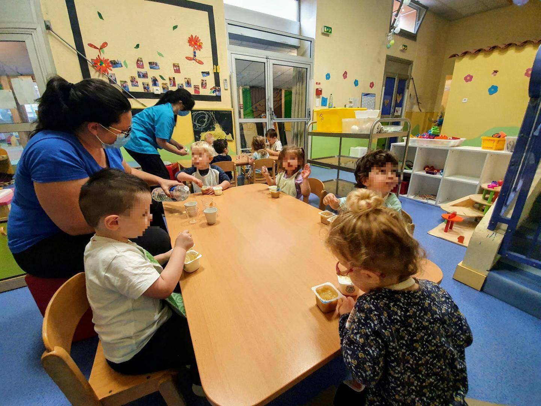 Pendant le premier confinement, seuls les enfants du personnel soignant étaient accueillis.