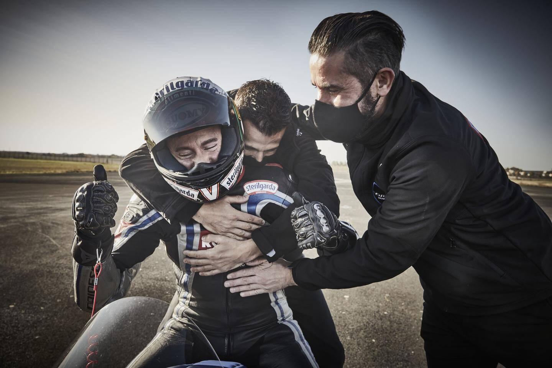 C'est officiel, le pilote italien Max Biaggi et la marque de motos électriques Voxan (Venturi) ont décroché ce week-end onze records du monde de vitesse sur la piste de 3,5 kilomètres de l'aéroport de Châteauroux.