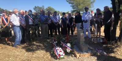 La stèle en hommage du maire de Signes Jean Michel a été dévoilée sur les lieux du drame
