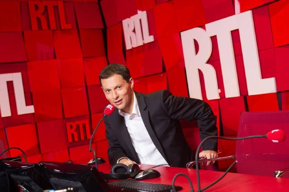 """Le journaliste de radio (France Inter, Europe 1, RTL) et de télévision (Canal+, France 3), également producteur, arrivera à la tête d'une chaîne bousculée par le mouvement des """"gilets jaunes""""."""
