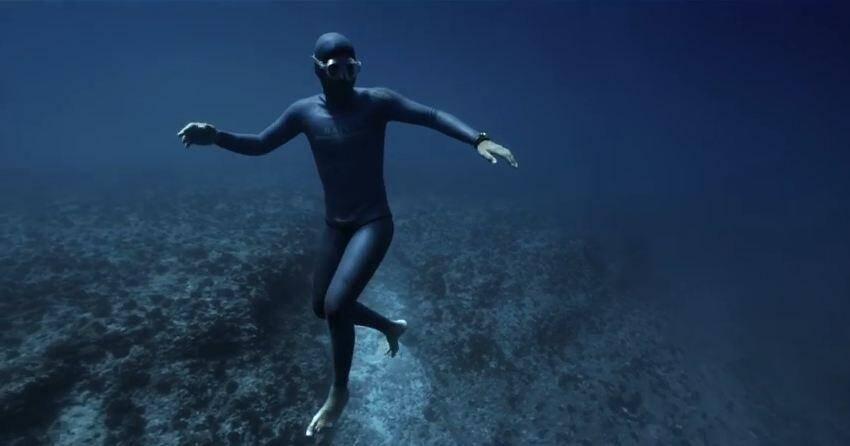 Guillaume Néry en plongée sous-marine.