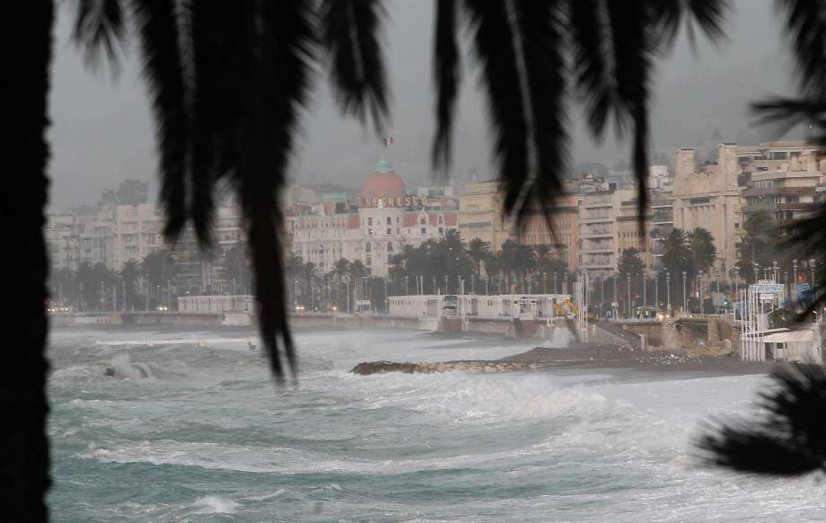 Averses sur le littoral de la Côte d'Azur.
