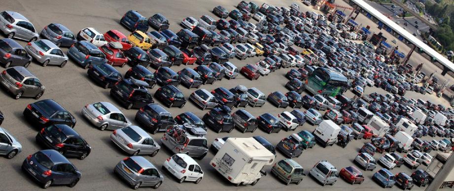 Selon les estimations d'Escota, ce sont 180 000 véhicules par jour qui, ce week-end, vont emprunter les routes du Var et de Alpes-Maritimes.
