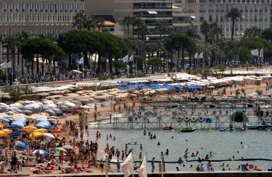 Certaines plages privées sont pointées du doigt par une poignée de touristes : manque d'amabilité, ptariques commerciales incorrectes... Les plagistes démentent et les versions divergent.(Photo Gilles Traverso)