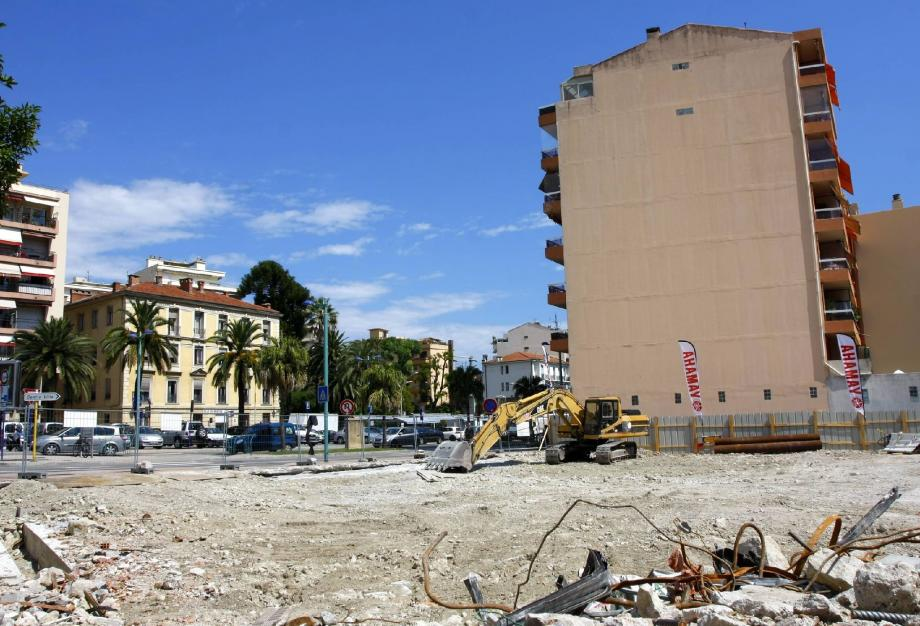 Cinquante-cinq appartements vont être créés dont onze réservés au logement social pour 3200 euros le mètre carré.( Photo Olivier Ogéron )