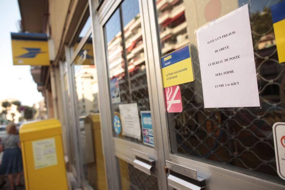 Hier, le bureau de poste de La Madeleine était fermé et ceux de Magnan et de Sainte-Hélène ont fonctionné partiellement en raison d'un mouvement de grève des guichetiers.(Photo Laurent Carré)