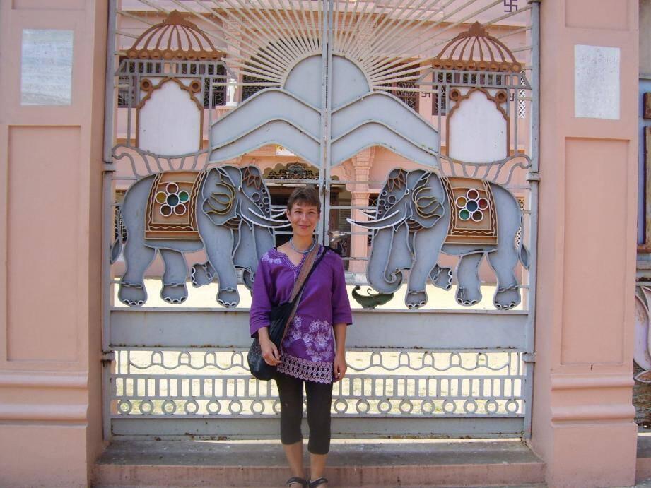 Stéphanie Foray est ici radieuse alors qu'elle se trouvait en Inde.(DR)