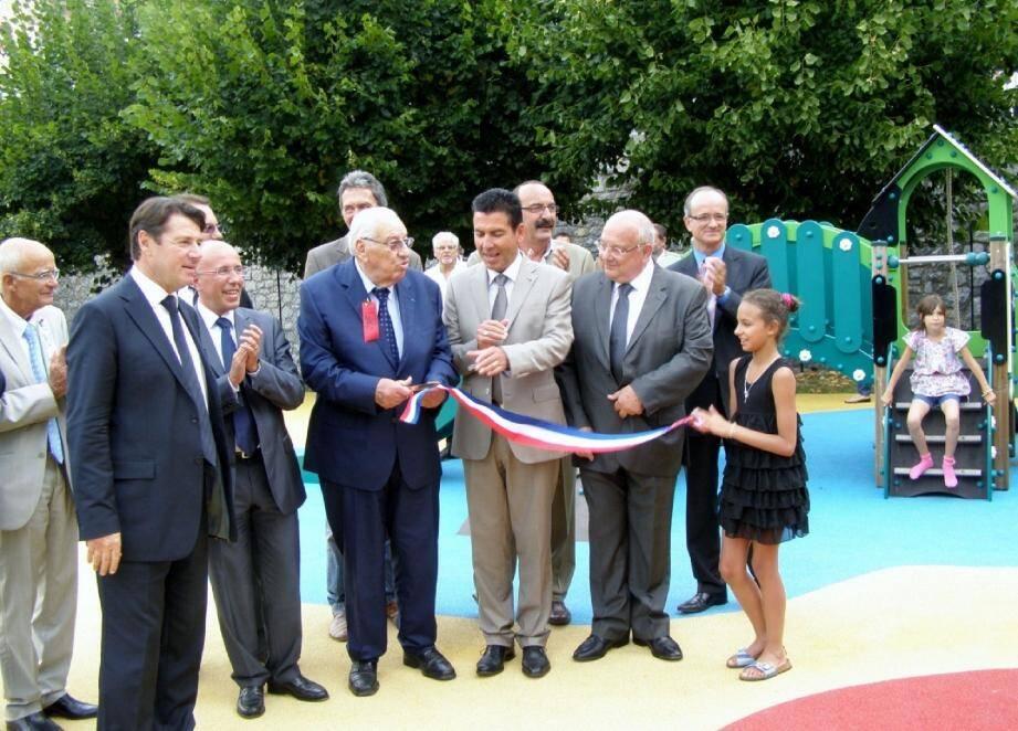 L'inauguration du terrain de jeux pour les enfants.