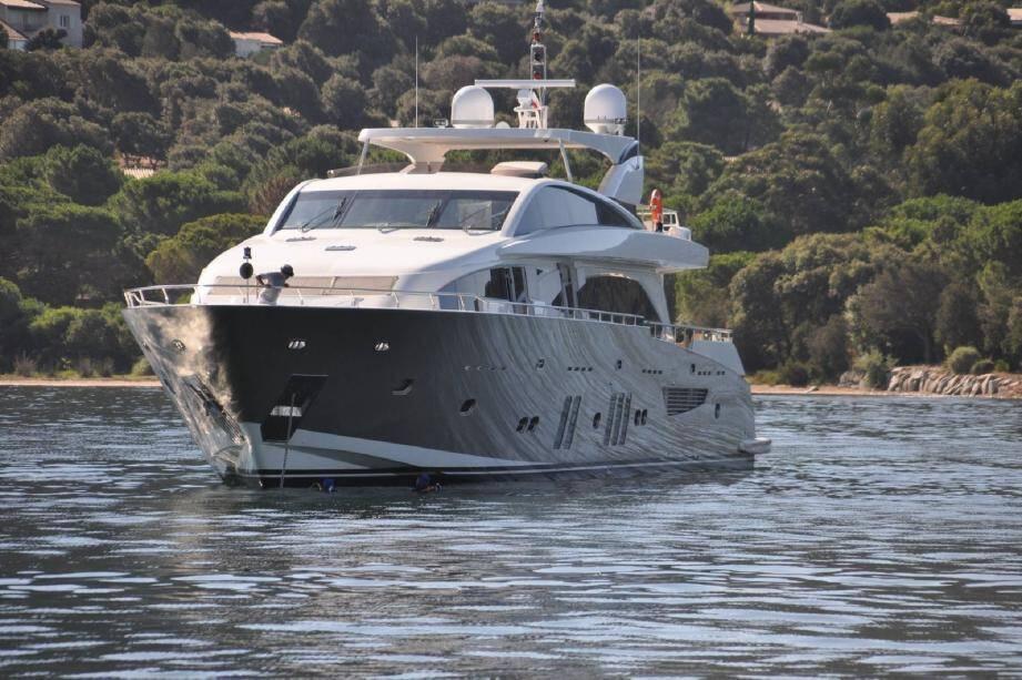 Fabrice Vial se trouvait sur le pont arrière de son yacht, le Team Vip , en compagnie d'un ami, lorsqu'il a été atteint d'une balle dans le dos. (Photo N. A.)