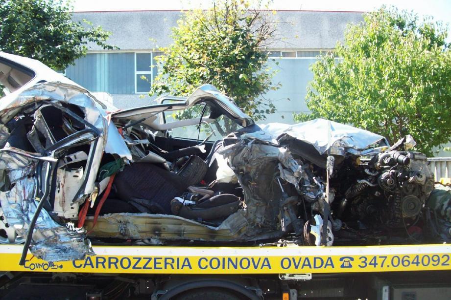 La carcasse de l'Opel Astra des jeunes Varois percutée de plein fouet.(Photo DR)