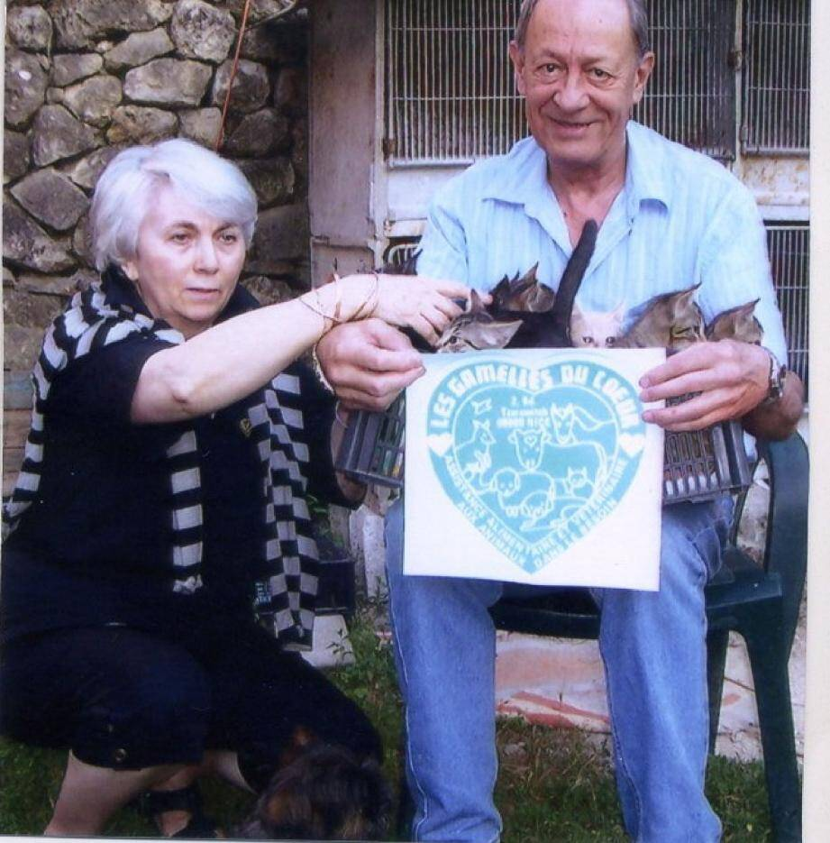 Les neufs chatons sont bien hébergés par Nicole Beaudet, ici en compagnie de Gérard Huvelle, le président des Gamelles du cœur. Ils sont, paraît-il, en bonne santé.