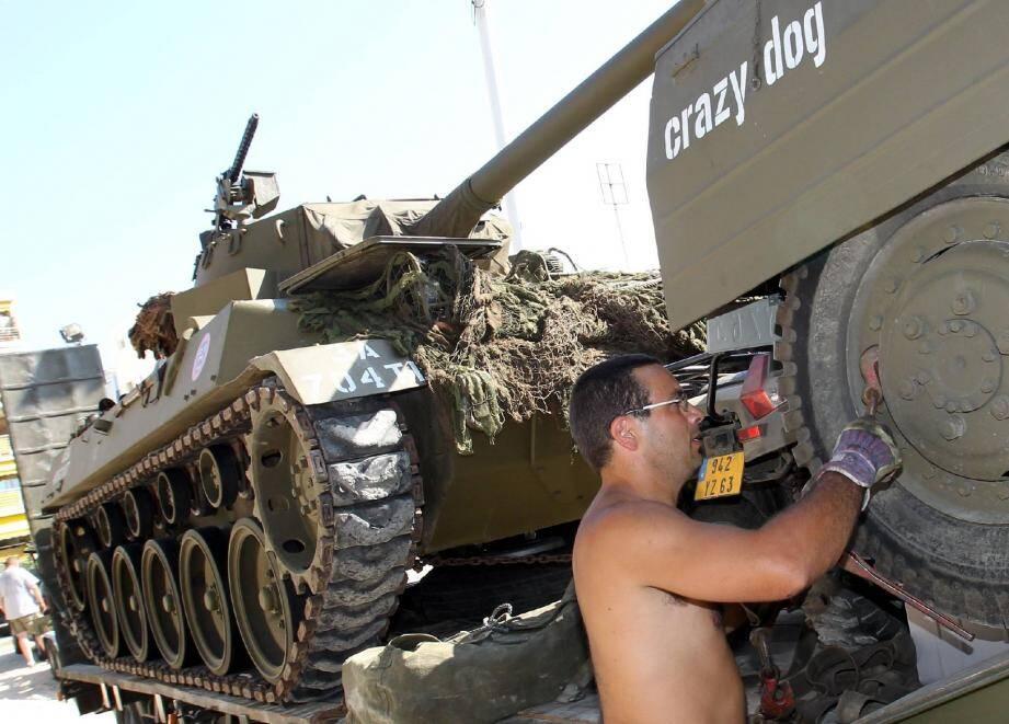 Blindés, Jeep, camions, vélos, costumes. Le défilé des véhicules militaires rejouera les scènes de la libération de Cannes, à 10 h à La Bocca et à partir de 17 h au centre-ville.(Photo S.Haouzi)
