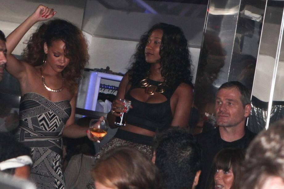 Rihanna (à gauche) a animé, à sa façon, la soirée du « VIP Room ».(Photo DR)