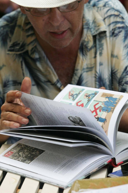 L'américain Art Spiegelman a reçu le premier exemplaire de son ouvrage la veille de son départ pour la France.(Photo Frank Muller)