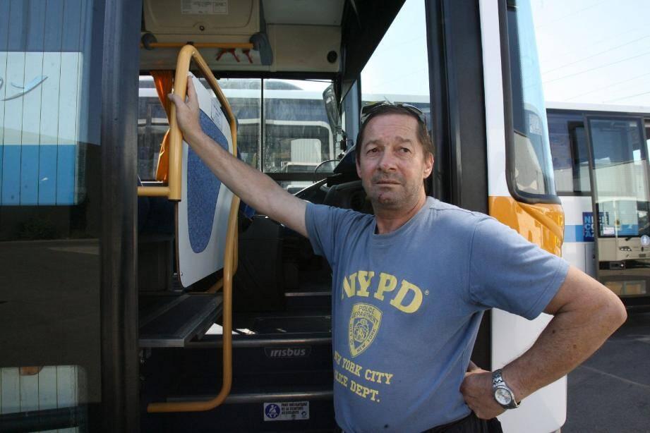 Philippe a été agressé par un individu dans son bus, alors qu'il faisait son travail en lui demandant de s'acquitter de son droit de transport.(Photo A.B.-J.)