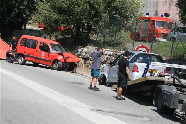 Le choc frontal a été d'une violence inouïe. Les deux voitures se sont pliées comme des accordéons.