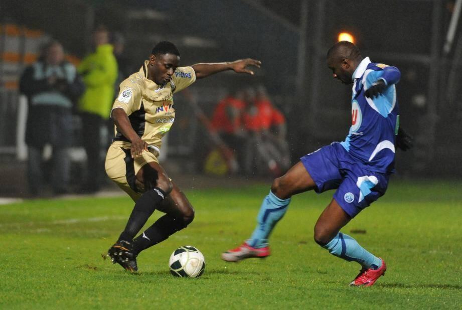 Abraham Guié Guié (Tours) a signé pour 4 ans à Nice. Un transfert estimé entre 1 et 2 millions d'euros.(Photo MAXPPP)