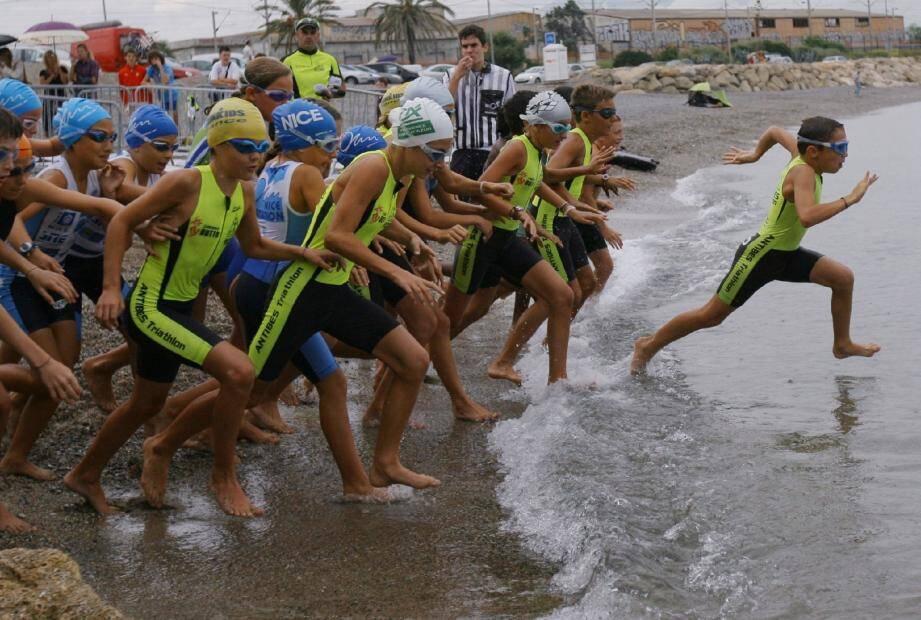 Ce sont les catégories de jeunes qui ouvriront le bal dès 14 h sur la plage du Fort Carré. Avant de laisser les grands en découdre lors de l'épreuve Sprint, qui devrait réunir près d'une centaine de concurrents.(Photo Frantz Bouton)