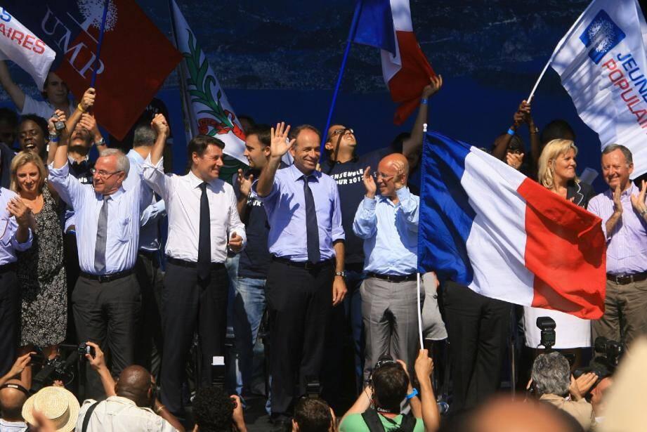 Sur la scène du théâtre de Verdure de Nice, la photo de famille de l'unité retrouvée au sein de l'UMP…