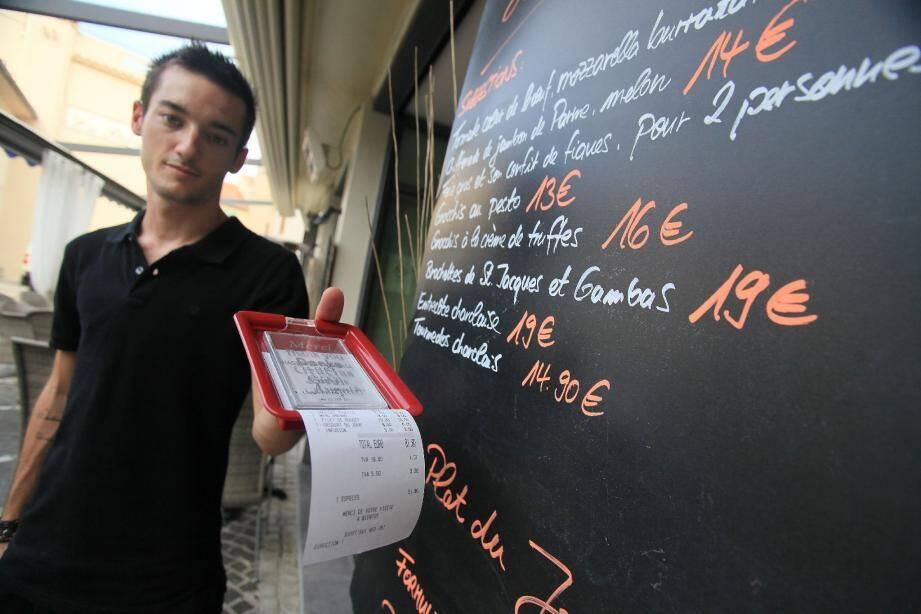 La TVA a bien baissé mais les prix sur les cartes...(Photo Vincent Rossotti)