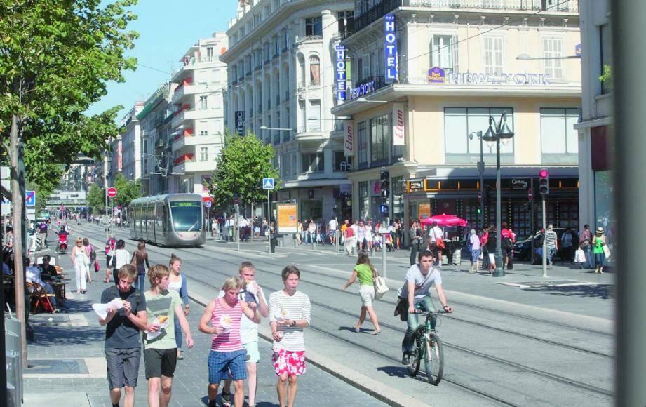 Faute de locaux disponibles à Nice, les grandes enseignes finissent par se désintéresser de Nice et de l'avenue Jean-Médecin.(Photo R. Ray)