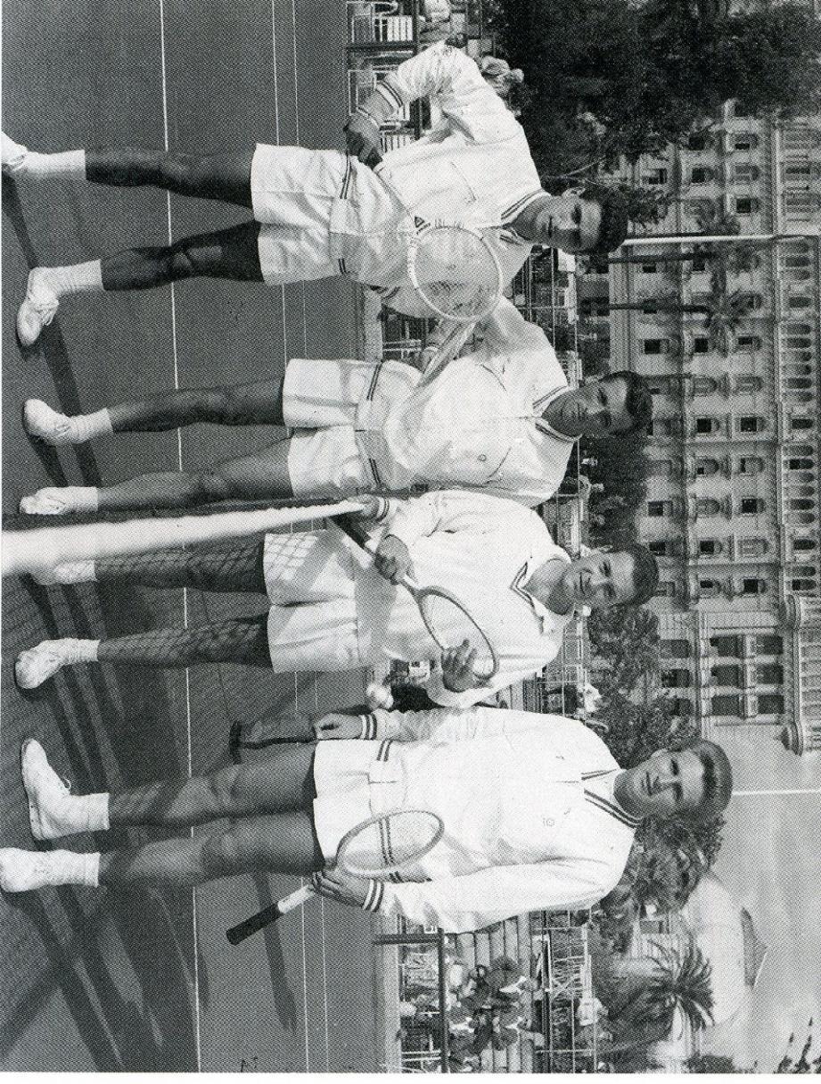Deuxième en partant de la gauche, aux côtés de Pierre Darmon, Pierre Molinari et Jean-Noël Grinda, au Nice LTC. (Photo DR)