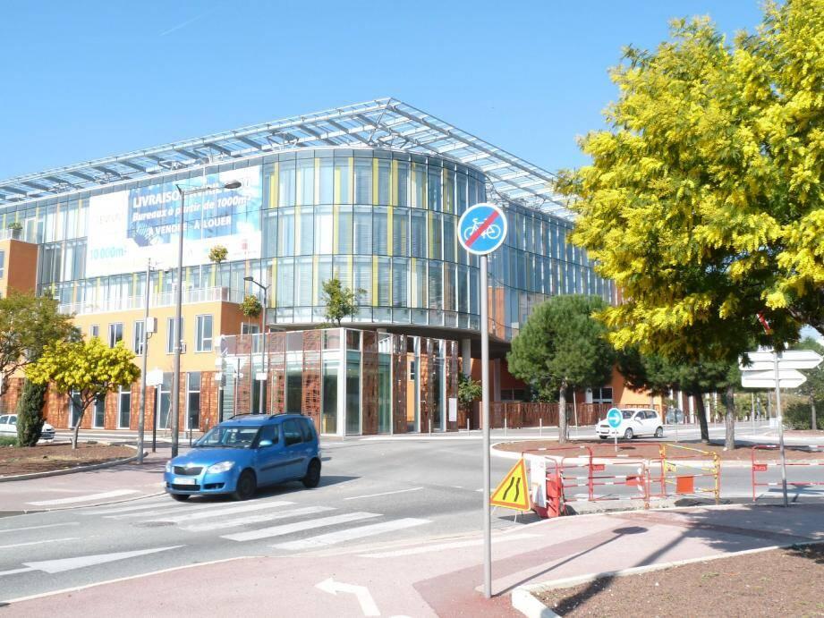 L'Institut du Développement durable accueillera ses étudiants et chercheurs en janvier prochain dans la plaine du Var, à Nice Premium, le premier immeuble de la technopole de Nice Méridia à être sorti de terre, le long du boulevard Slama prolongé.(Photo Ph. F.)