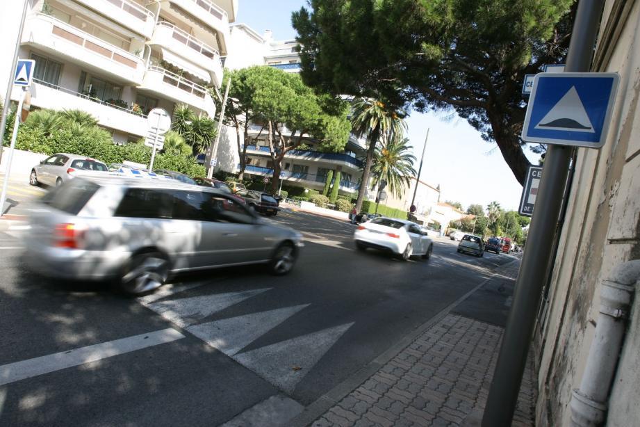 Dos-d'âne, trottoirs élargis et radar ont permis de réduire la vitesse pratiquée sur le boulevard.(Photo A. B.-J)