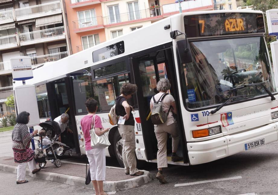 Les habitants de la communauté d'agglomération de la Riviera française sont les azuréens qui utilisent le plus les transports en commun.(Photo E.D.)