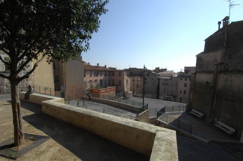 Délaissé depuis des années, le quartier du Rouachier dans la vieille ville va connaître un profond bouleversement avec la construction de la médiathèque Charles-Nègre.(Photo Xavier Giraud)