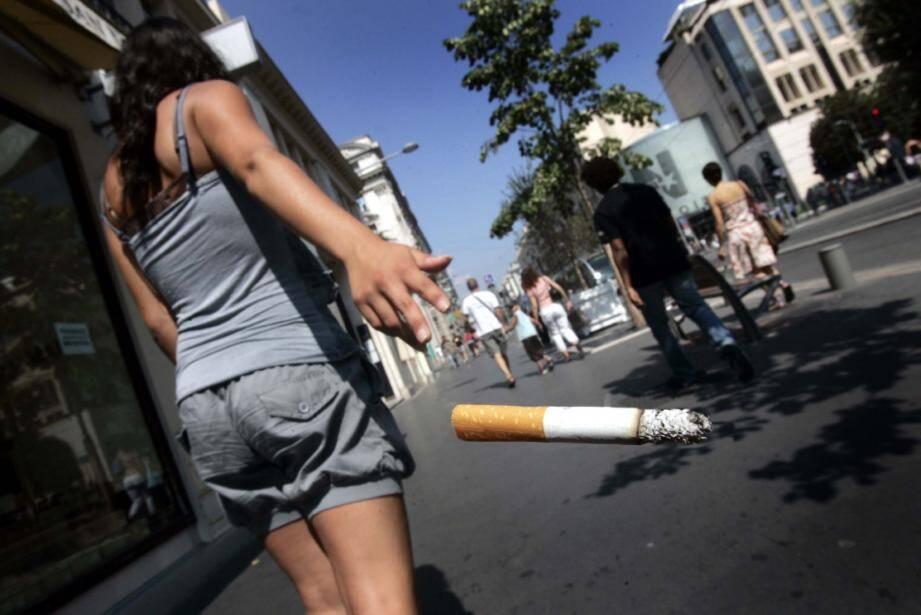 Les fumeuses de moins de 50 ans sont de plus en plus touchées.(Photo Franck Fernandes)